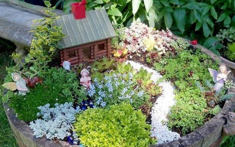 Broken pot fairy garden ideas
