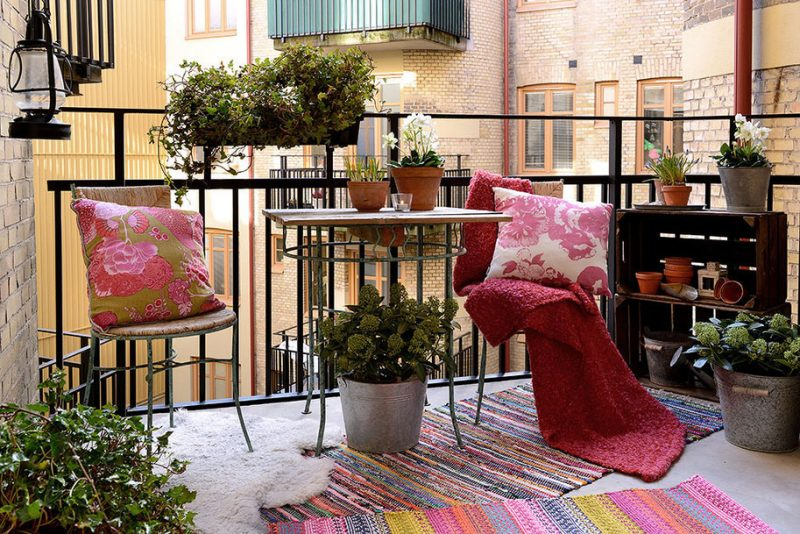 Colorful rugs as balcony flooring