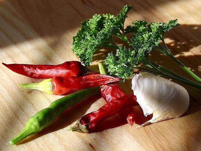 27 Annual Garlic Companion Plants for a Spectacular Harvest