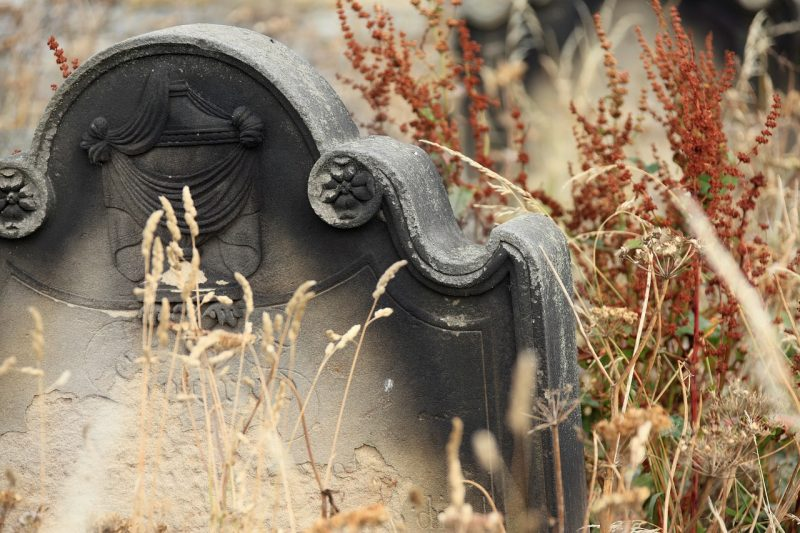 DIY Halloween graveyard headstone
