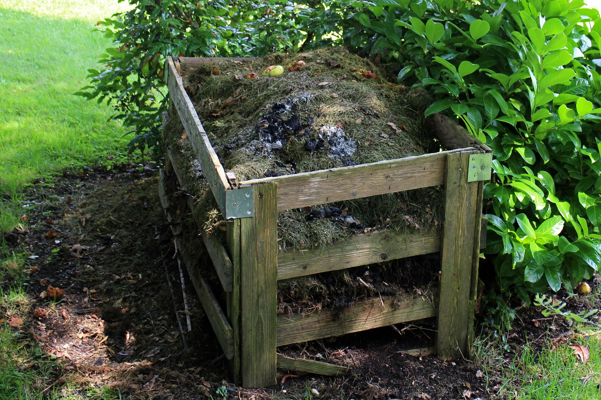 How to Make an Inexpensive DIY Compost Tumbler