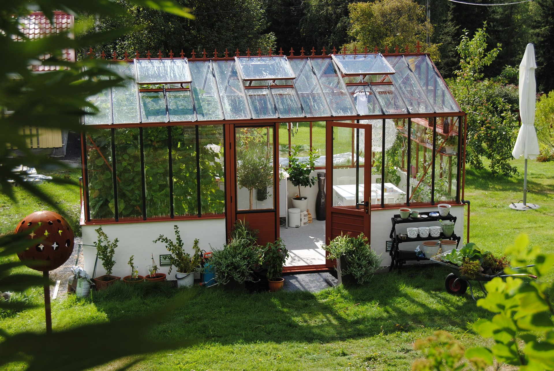 How to Build a Homemade Greenhouse with Our Easy DIY Tutorial