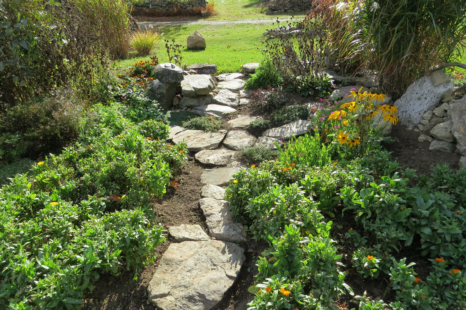 9 DIY Garden Stepping Stones Ideas